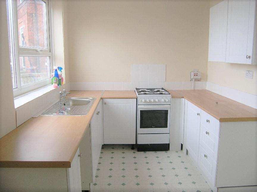 manor oaks place 23 fitted kitchen.jpg